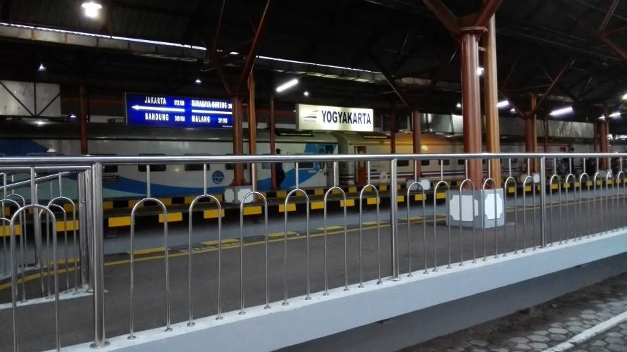 Tugu dworzec yogyakarta